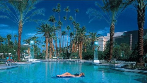 Best swimming pool hotel option in vegas for couples