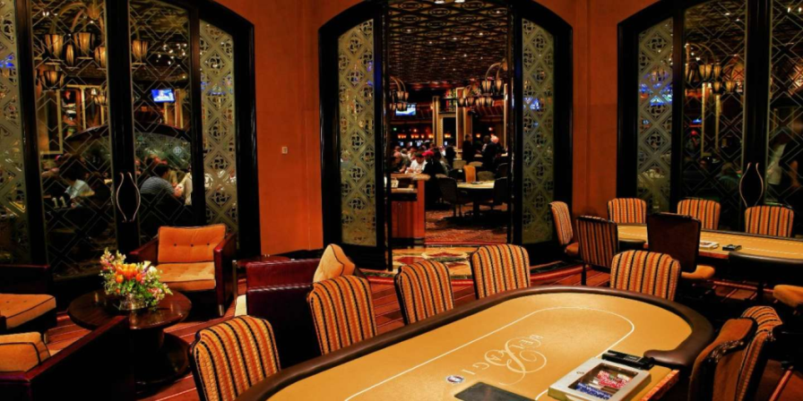 ideal vegas hotel for poker
