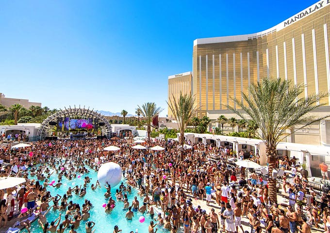 Daylight Beach Club Pool Mandalay Bay