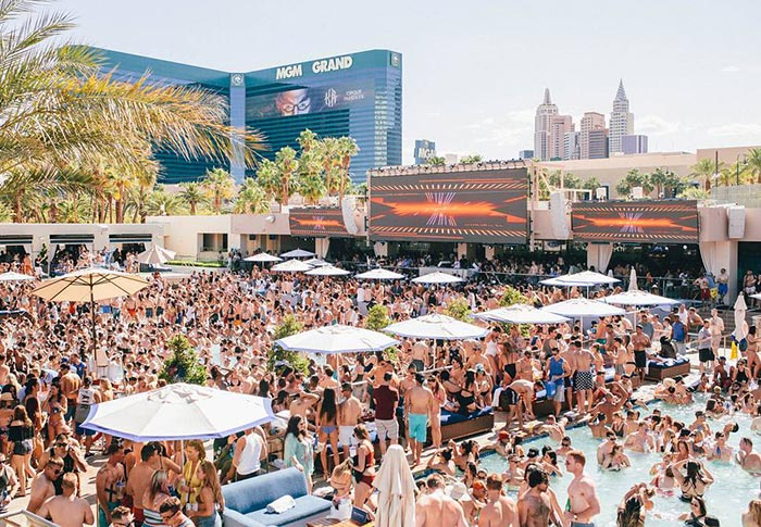 get bottle service at pool parties in las vegas