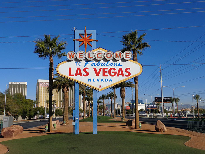 free things to see in vegas = Las Vegas Sign
