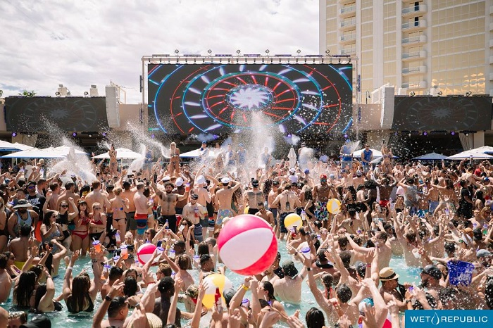 Wet Republic Ultra Pool EDM Vegas