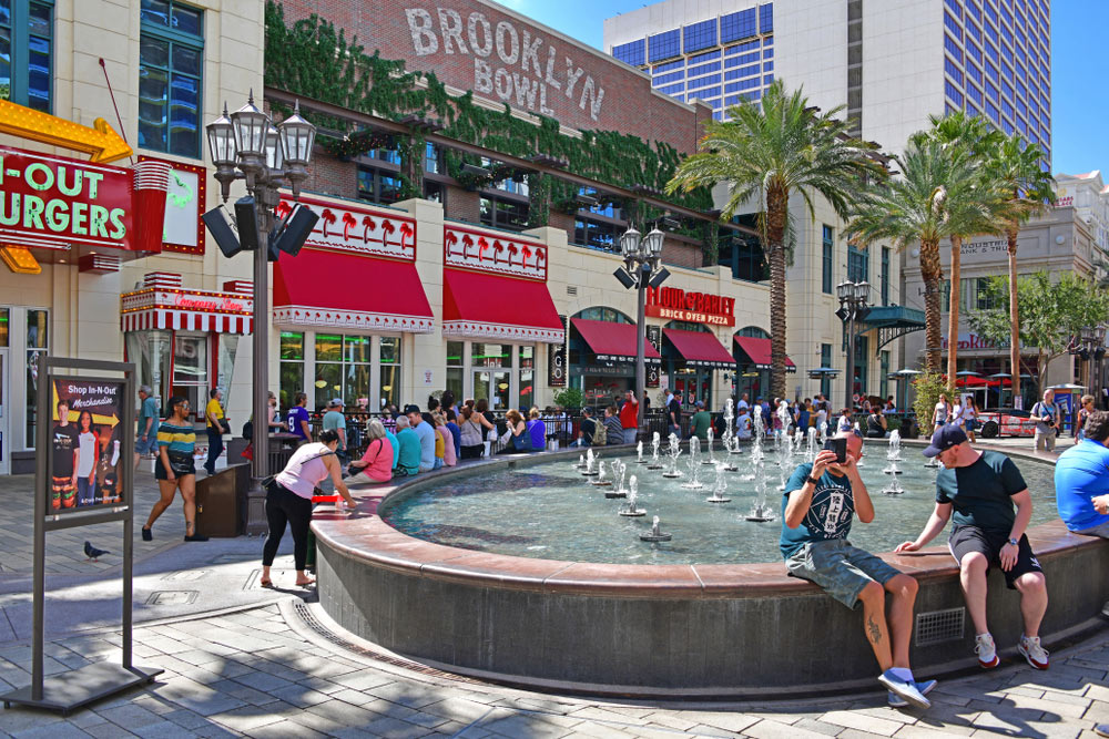 LINQ Promenade Bowling and things to do