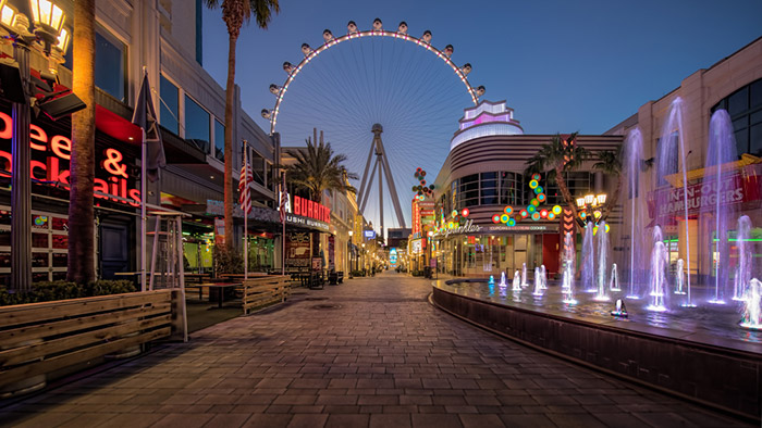 linq promenade at night