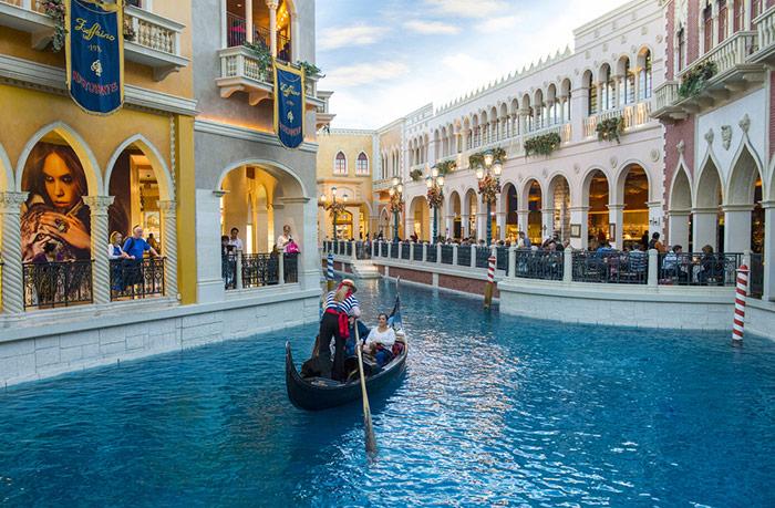 Venetian gondola rides in las vegas